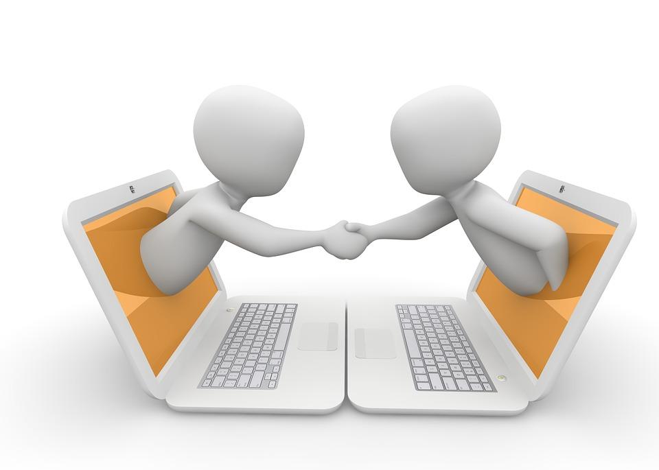 Element graphique : deux personnages sortent d'écrans d'ordinateurs pour se serrer la main