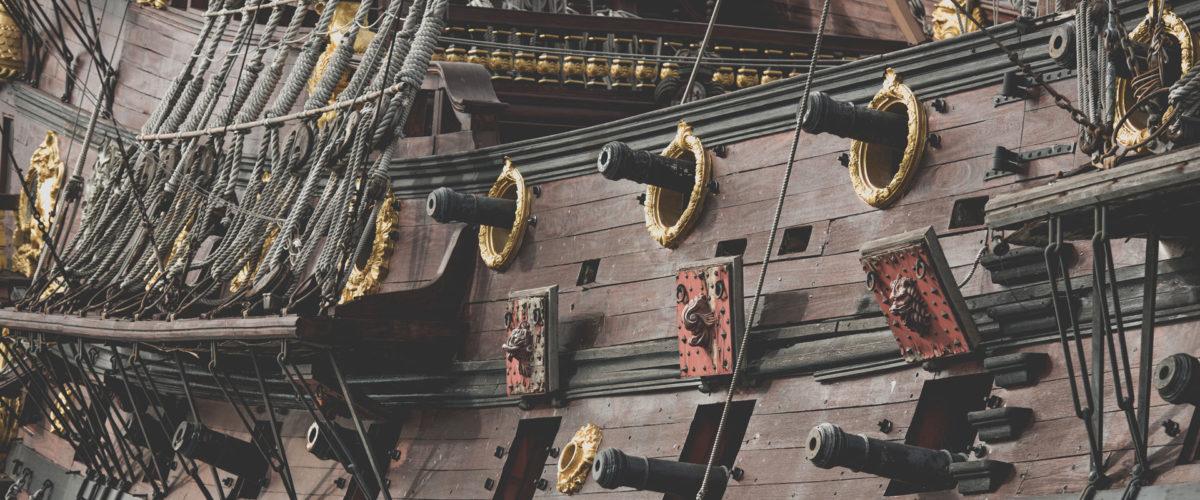 Rangée de canon sur un bateau pirate
